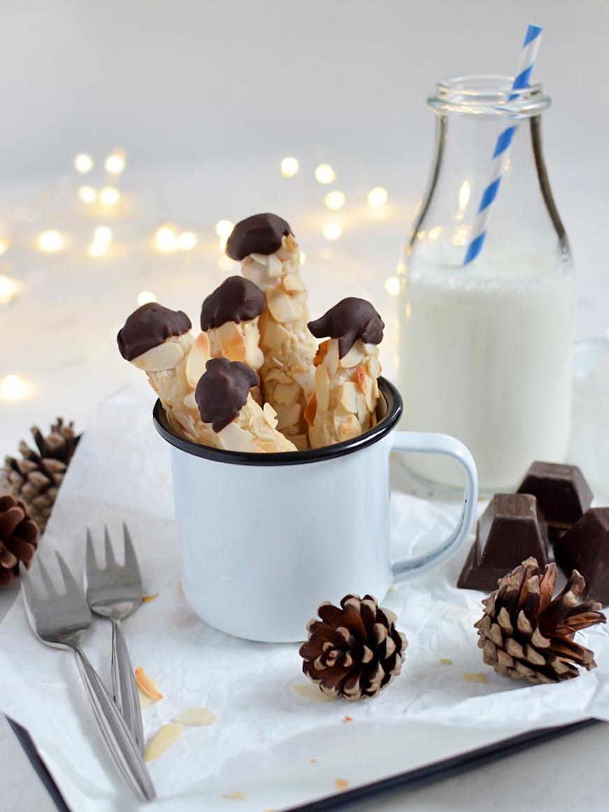 Mandelhörnchen: Rezept für süßes Gebäck als Stick, mit Marzipan, Mandeln und Schokolade