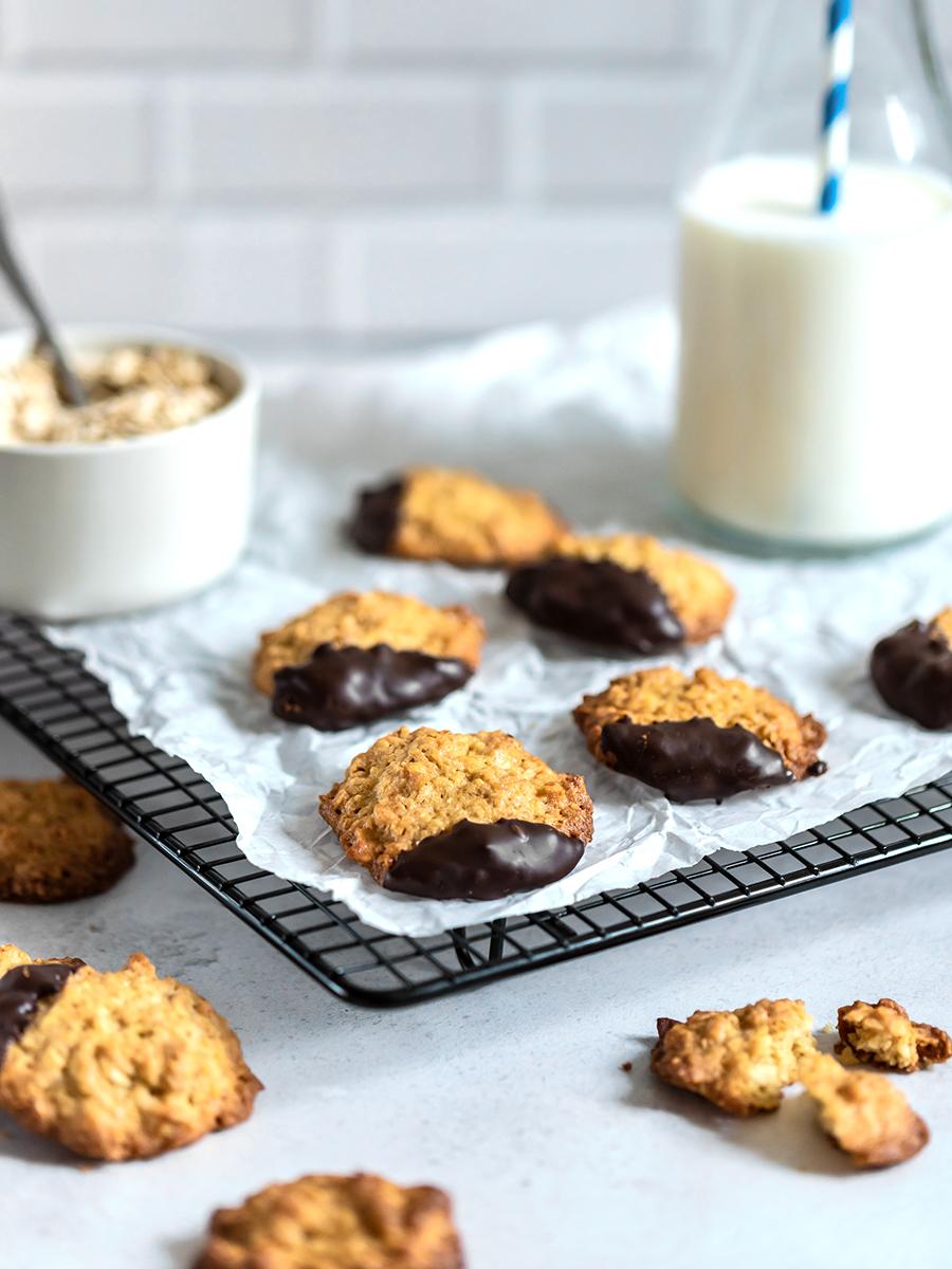 Weihnachtsplätzchen backen: Rezept für Hafermakronen mit Schokolade
