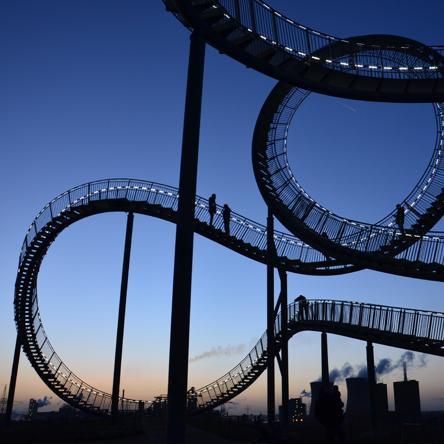 Magic Mountain Duisburg Tiger and Turtle bei Nacht