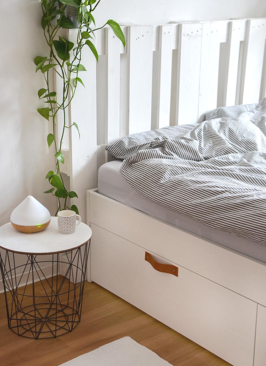 IKEA Hack Bett Brimnes mit Paletten als Kopfteil