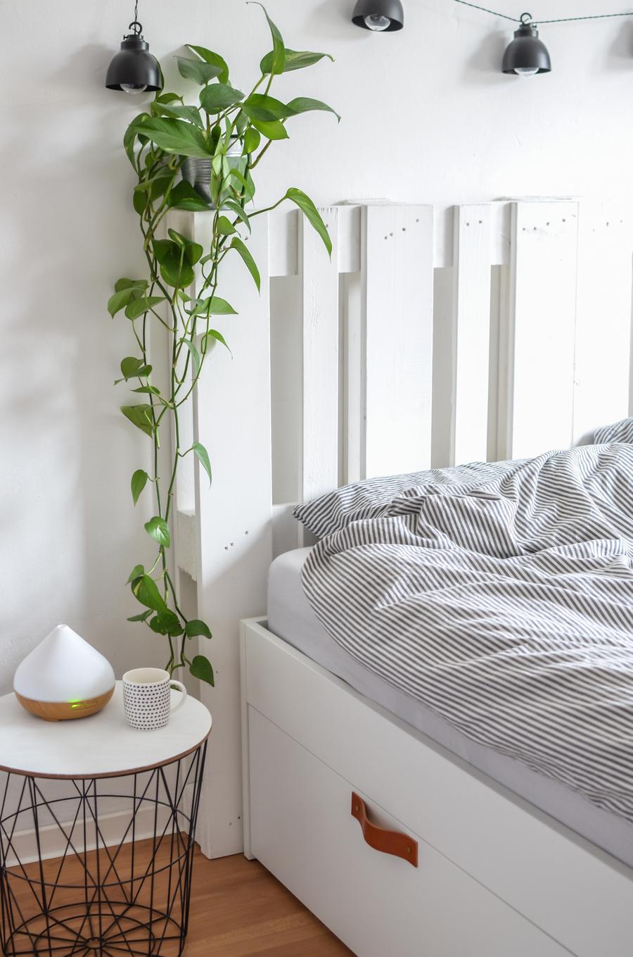 ikea hack das bett brimnes mit paletten. Black Bedroom Furniture Sets. Home Design Ideas