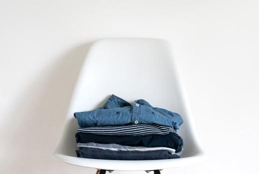 Was kommt nach dem Ausmisten des Kleiderschranks: Tipps zur richtigen Kleiderspende