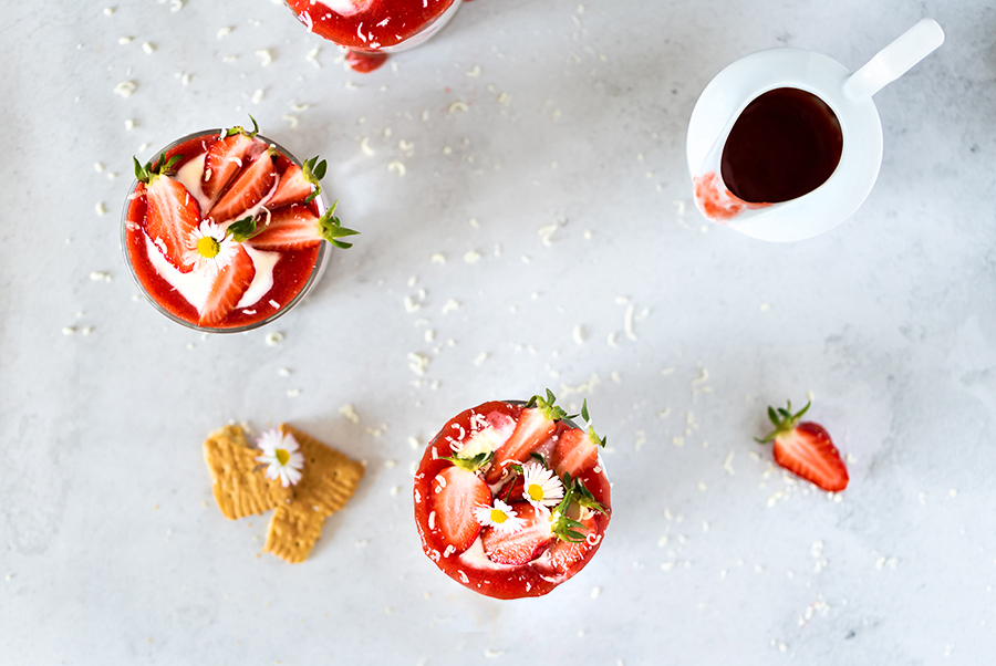 Rezept Leichtes Erdbeer Dessert im Glas Quark mit Erdbeeren no bake